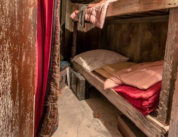 Original-jewish-workers-bedroom-in-Oskar-Schindler-factory