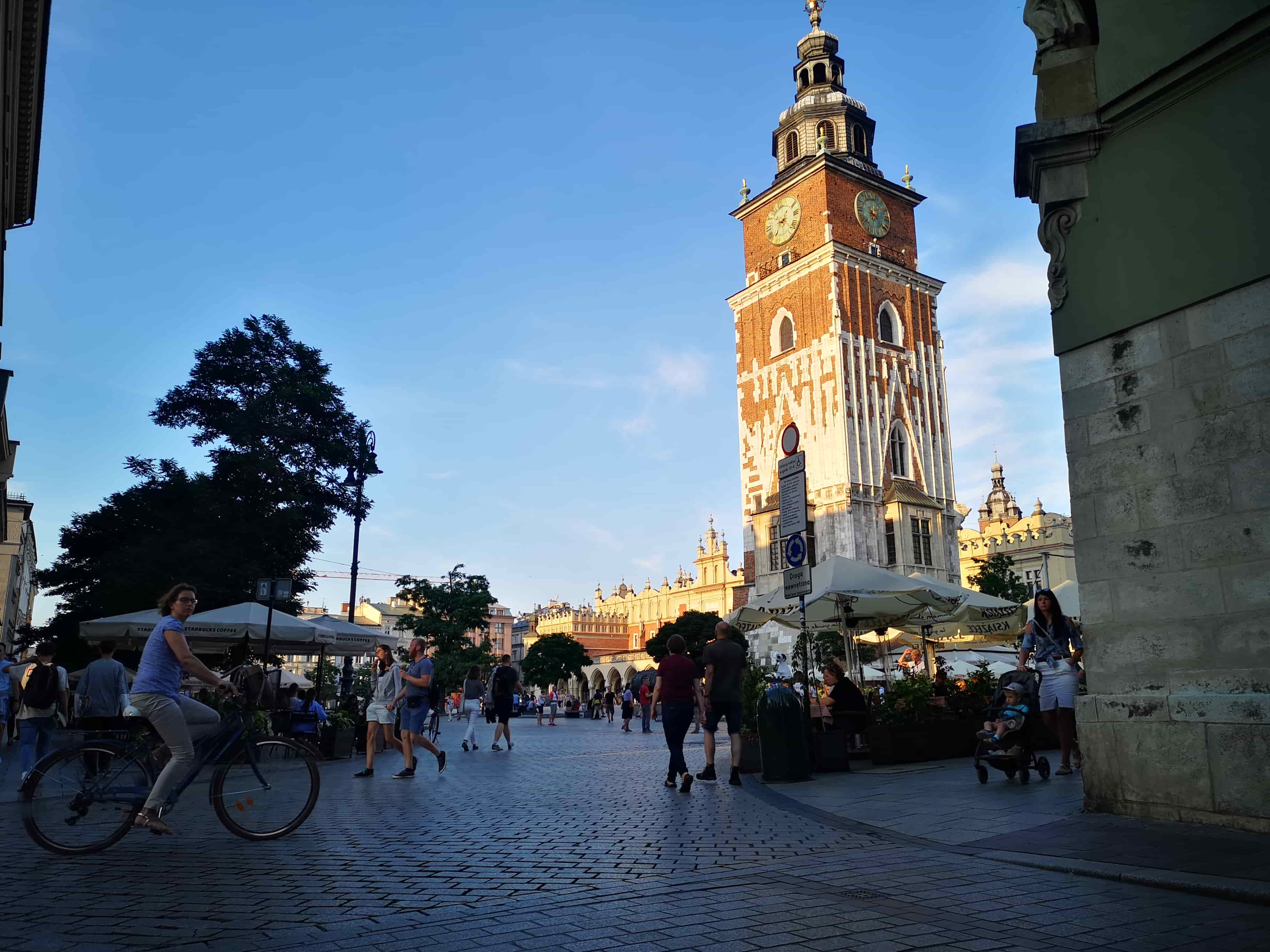 main-squre-in-krakow-during-covid-19-july-2020