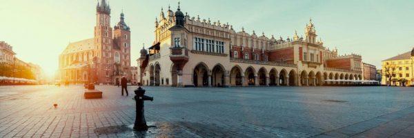 Krakow Main Square view sukiennice and mariacki church